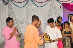 Felicitating staff 06
